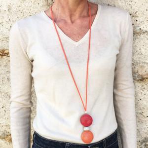 Collier sautoir double medaillon cuir galuchat et perle ceramique