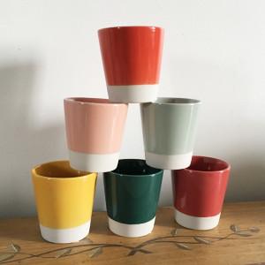 Gobelets à café en grès bicolores