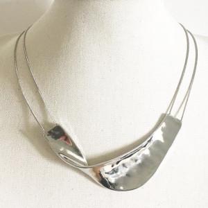 Collier ras de cou, vague métal rhodié