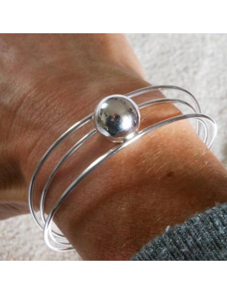 Bracelet jonc, multitiges et grosse perle en métal argenté
